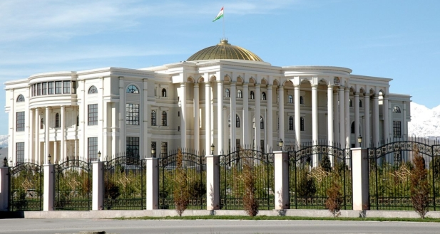 1280px-Dushanbe_Presidential_Palace_01